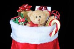 Bas de Noël avec des jouets photo libre de droits