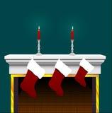Bas de Noël sur la cheminée Image stock