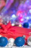 Bas et jouets de décoration de boules de Noël Images libres de droits