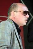 Bas Grijmans tragende Sonnenbrille-Spieltastaturen Stockfotografie