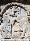 Bas-hulp 12de eeuw van van Maestro Nicolo de ', groep rechts van de deur van de Basiliek van St Zeno in Verona stock foto
