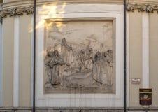 Bas-hulp die de legende van het oprichten van St Peter Kerk van Wenen afschilderen door Charlemagne, 1906 stock afbeeldingen