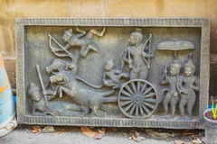 Bas-hulp met helden van mythologie bangkok royalty-vrije stock afbeeldingen
