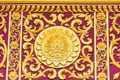 Bas-hulp op de muur van de tempel Wat Sensoukaram in Louangphabang, Laos Close-up Stock Afbeeldingen