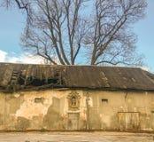 Bas-hulp op een oude de bouwvoorgevel, Oude Stad, Krakau, Polen stock foto