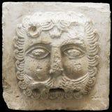 Bas-hulp van een leeuw op een witte steen - het eind van 12 eeuwen Royalty-vrije Stock Foto