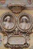Bas lättnad av en framdel på piazzadeisignorina i Verona Royaltyfri Foto