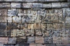 Bas-lättnad på väggen i det Borobudur tempelet arkivfoto