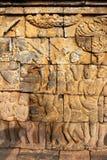Bas-lättnad på väggen i det Borobudur tempelet royaltyfria foton