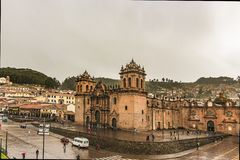 A bas?lica da catedral da suposi??o do Virgin, igualmente conhecida como a catedral de Cusco imagem de stock royalty free