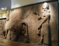 Bas menschlich-köpfigen geflügelten Stierstatuen alias lamassu, Bagdad, der Irak Stockfotografie