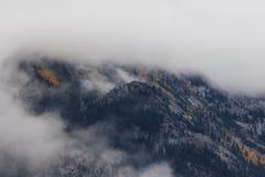 Bas nuages et couleurs Photo stock