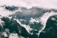 Bas nuages intenses sur les Andes Inca Trail peru Aucune personnes Image stock