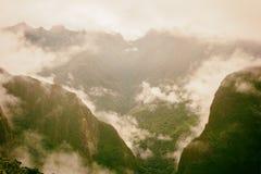 Bas nuages intenses sur les Andes Inca Trail peru Aucune personnes Photographie stock