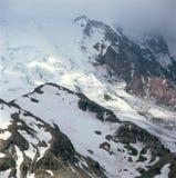 Bas nuages obscurcissant le glacier d'Emmons, du lever de soleil Rim Trail, Mt Rainier National Park, Washington photographie stock