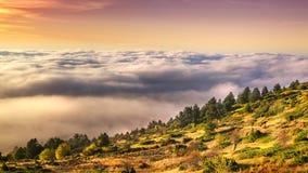 Bas nuages sur la montagne Voras Photos libres de droits