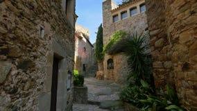Bas point de vue de came régulière en pierre gothique médiévale de ville clips vidéos
