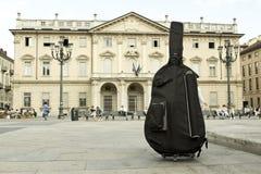 Bas przed konserwatorium (muzyczna szkoła) Zdjęcia Stock