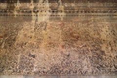 Bas-relevo antigo do Khmer no templo de Angkor Wat, Camboja Fotografia de Stock