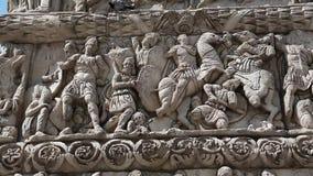 Bas-relevo no arco antigo de Galerius em Tessalónica, Grécia video estoque