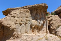 bas-relevos do Rocha-corte: Relevo equestre de Shapur I fotografia de stock royalty free