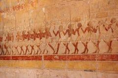 Bas-relief al tempiale mortuario di Hatshepsut. Fotografie Stock Libere da Diritti