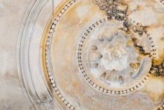 Bas-relief circulaire sur le marbre photos libres de droits