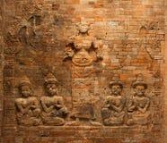 Bas-relief de brique de Lakshmi dans le temple de Prasat Kravan, Angkor, Cambodge Photographie stock