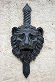 Bas-relief della testa del leone fotografie stock