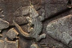 Bas Relief des Krokodils Stockbilder