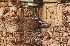 Bas Relief Detail em Angkor Wat, Siem Reap, Camboja, Indochina, Ásia imagem de stock royalty free