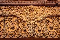 Bas-relief fleuri sur l'extérieur des temples de Banteay Srei dans Siem Reap, Cambodge photographie stock
