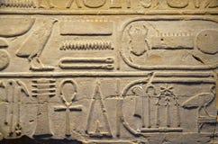 Bas-relief hieroglyphic egiziano antico fotografia stock