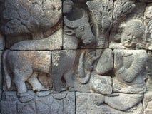 Bas Relief som visar den olika etappen av livet av Lord Buddha in mot nirvana, Borobudur tempel, centrala Java, Indonesien Arkivfoto
