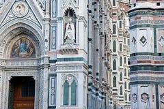 Bas-reliefs de la catedral de Florencia en Italia Foto de archivo libre de regalías