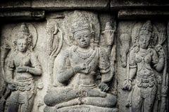 Bas-reliefs do templo de Prambanan, Java, Indonésia Imagens de Stock Royalty Free