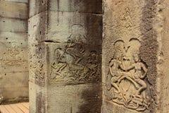 Bas Reliefs von Apsaras auf Spalten Stockbild