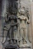 Bas Reliefs von Apsaras auf Wand des kambodschanischen Tempels Stockbild