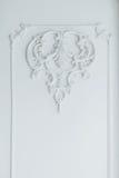 Bas-Stuckform auf der weißen Wand Lizenzfreies Stockbild