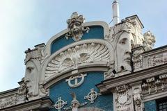 Bas ulgi na fasadzie w Ryskim, Latvia zdjęcie stock
