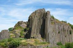 Basaltet vaggar den Panska skalaen nära Kamenicky Senov, Tjeckien Royaltyfri Fotografi
