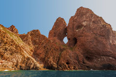Basaltiska naturliga skulpturer av den Scandola kustlinjen Royaltyfri Fotografi
