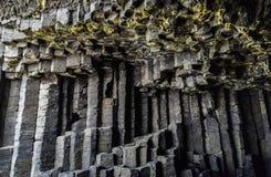 Basalto acolumnado hexagonal en cueva del ` s de Fingal imagen de archivo libre de regalías