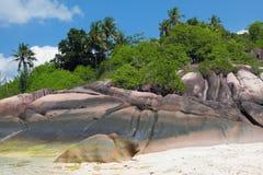 Basalto sulla costa tropicale Baie Lazare, Mahe, Seychelles Fotografie Stock Libere da Diritti