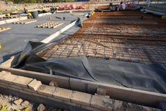 Basamenti e fondamento della nuova casa per la costruzione di edifici fotografia stock