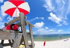 Basamento del bagnino alla spiaggia Fotografie Stock