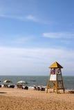 Basamento del bagnino sulla spiaggia Fotografia Stock