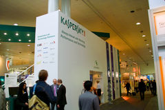 Basamento del laboratorio di Kaspersky nell'Expo del calcolatore di CEBIT Immagini Stock Libere da Diritti