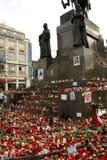 Basamento del monumento di Wenceslas con le candele Immagini Stock Libere da Diritti