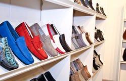 Basamento delle calzature su una cremagliera Immagini Stock Libere da Diritti